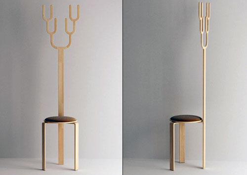 Веселый стул с рогами, которые можно использовать как вешалку