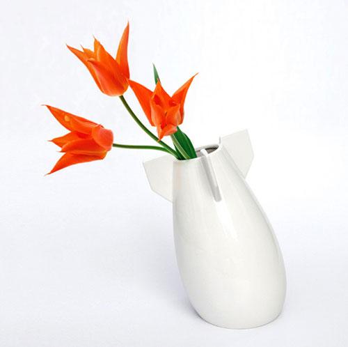 Цветочная ваза в виде авиационной бомбы