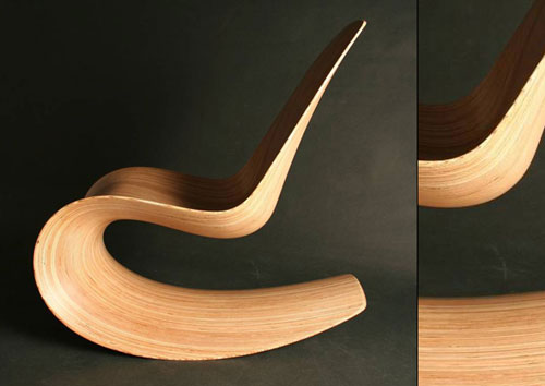 Кресло-качалка, напоминающая чипсы Принглс