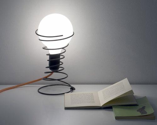 Настольная лампа из мусора