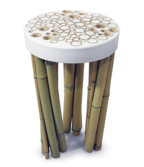 Табуретка с кучей бамбуковых ног