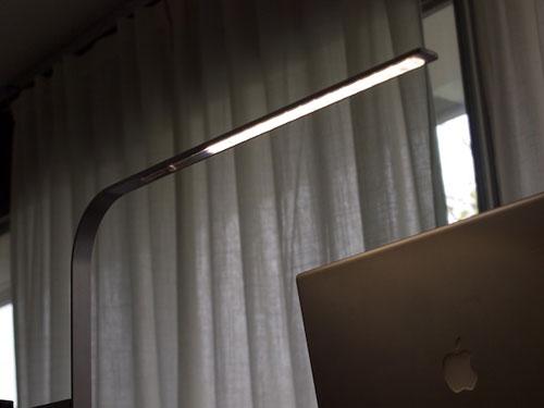 Настольная лампа в стиле минимализм