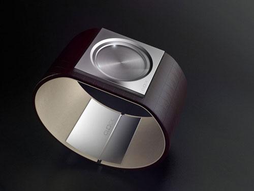 Часы без циферблата в минималистском стиле
