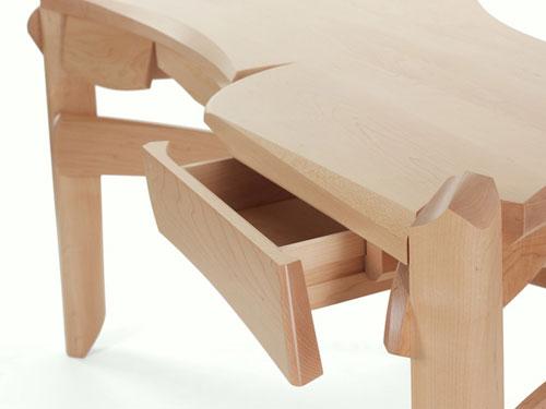 Изогнутый стол из клена