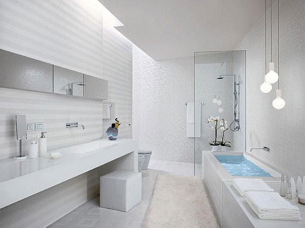 Фото Большая белая ванная комната