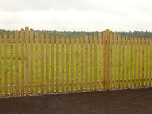 Виды деревянных заборов и их строительство
