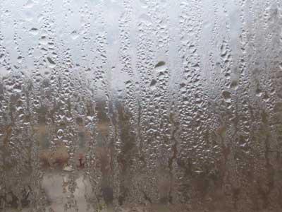 Запотевшее окно, или Как избавиться от конденсата на пластиковых окнах ПВХ