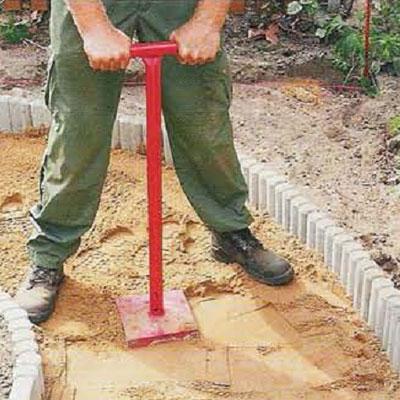 Изготовление гравийной садовой дорожки