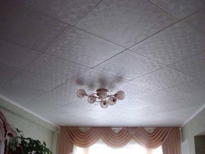 Клеевой потолок: потолочная плитка из пенополистирола