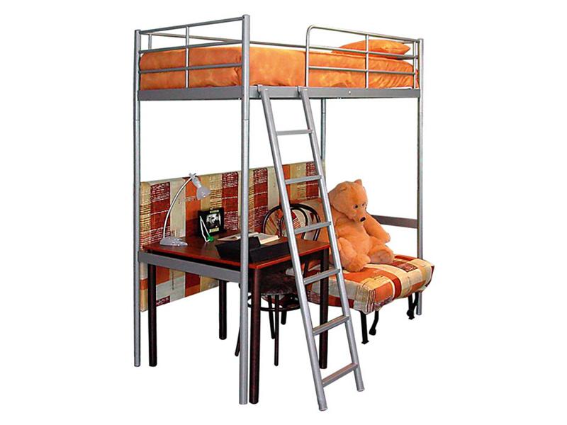 Кровать-чердак со столом и креслом внизу