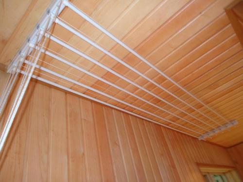 Потолочная сушилка на балконе