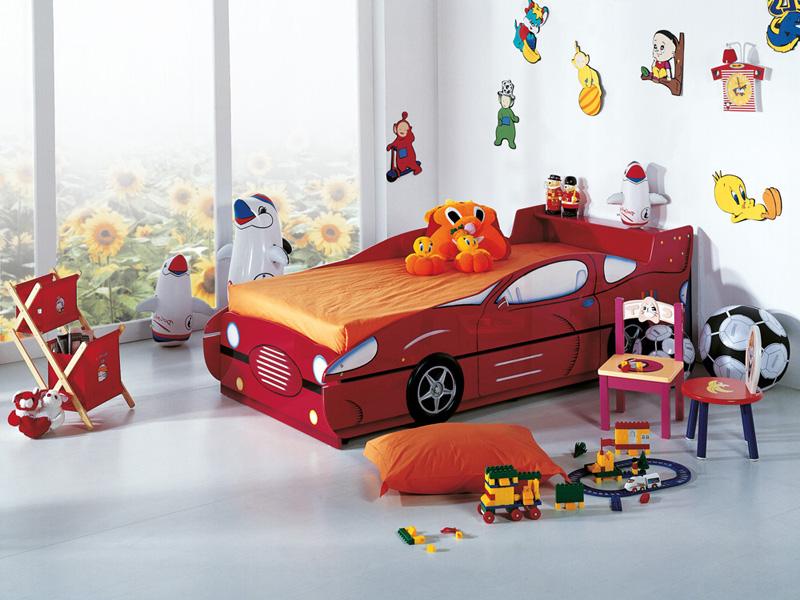 Кровать-машинка в детской комнате