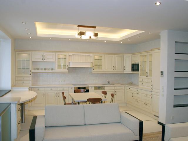 Дизайн кухни в большой квартире