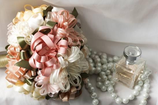 Как сделать красивый свадебный букет из атласных лент в домашних условиях