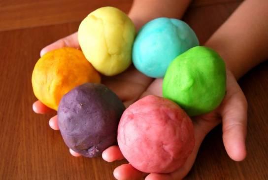 Как легко сделать пластилин для детей в домашних условиях