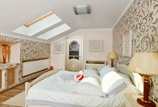 Дизайн мансарды: правила обустройства спальни под крышей (с фото)