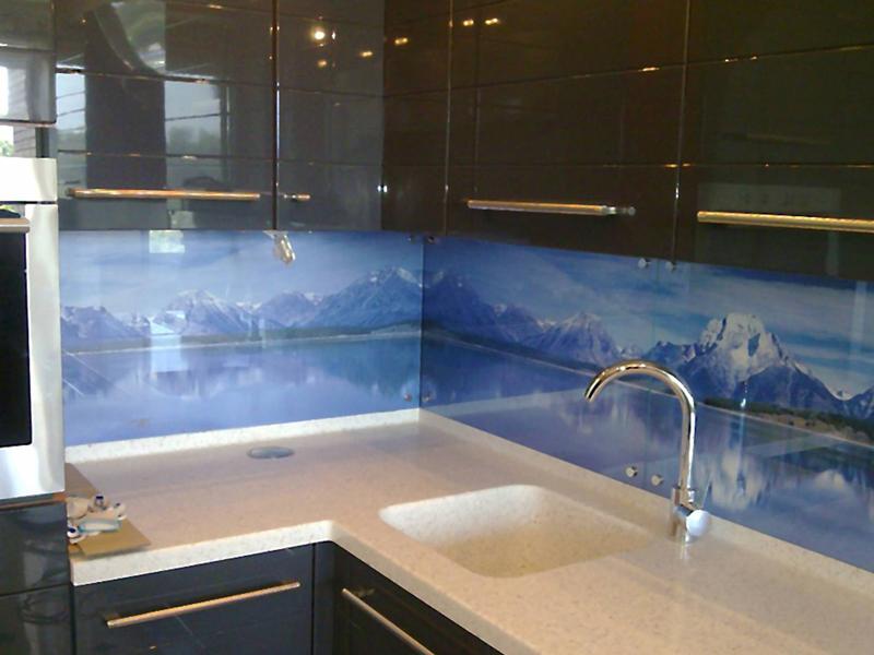 Фото Кухонный фартук из стекла