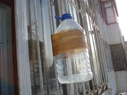 Кормушка для птиц. Как сделать кормушку из пластиковой бутылки своими руками