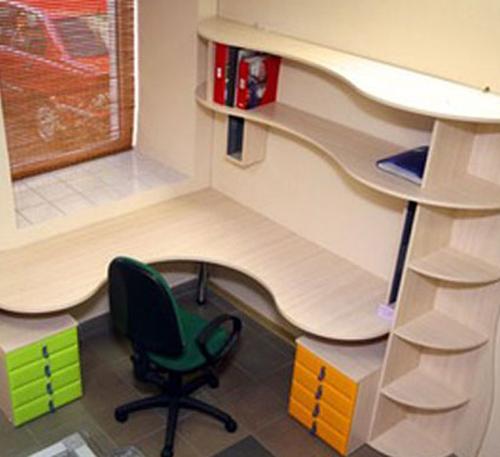 Как выбрать письменный стол для школьника? Угловой стол: наилучшее решение