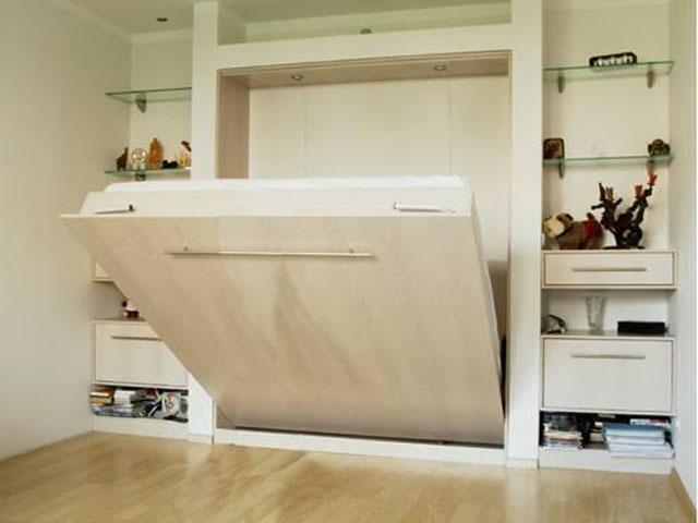 Подъемная кровать в шкафу