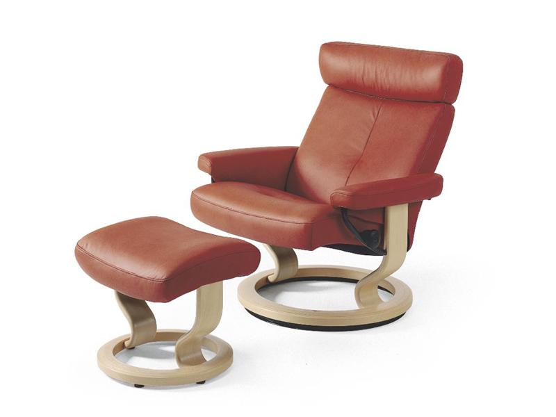 Коричневое кресло с механизмом реклайнер