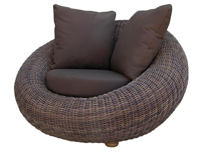 Кресло на плетеной основе