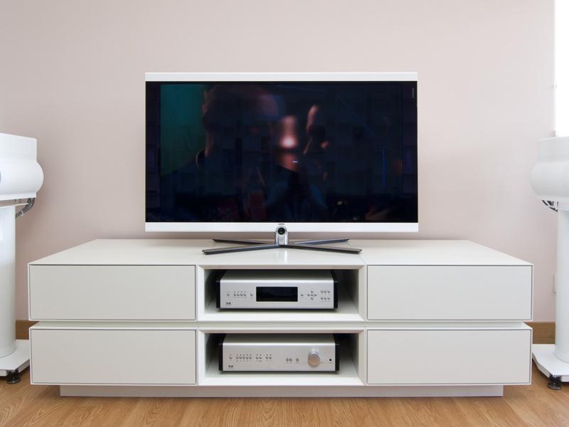 Белая тумба под телевизор
