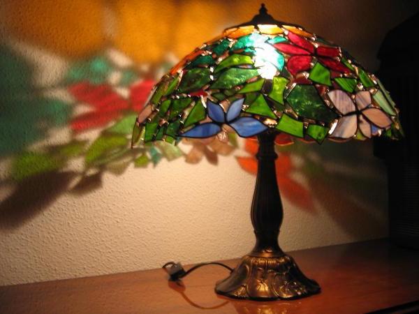 Настольная лампа с витражным плафоном