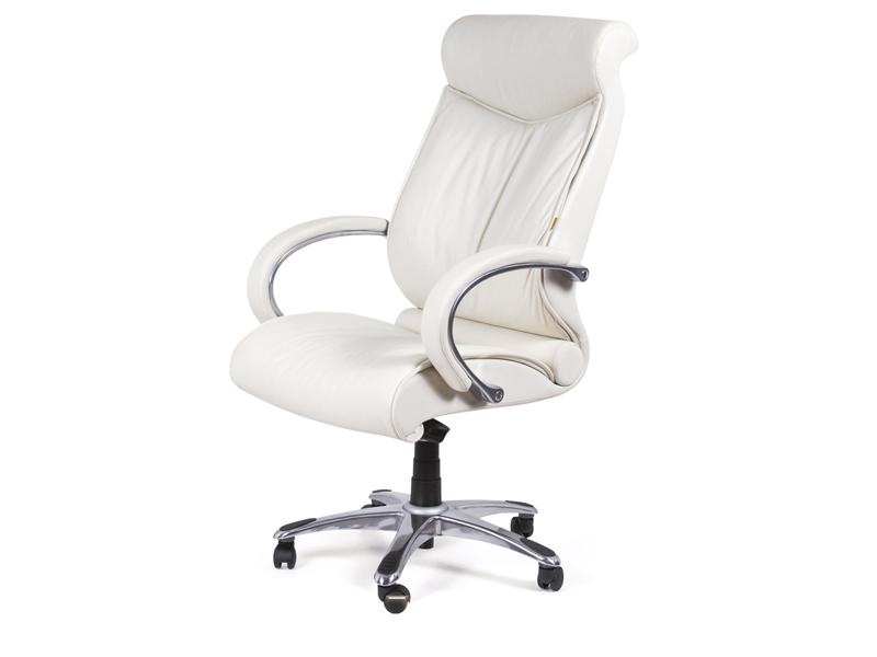 Белое кресло для дома