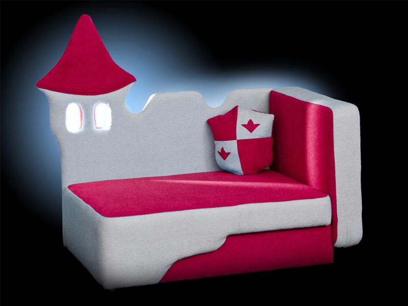 Кровать в виде замка для мальчика