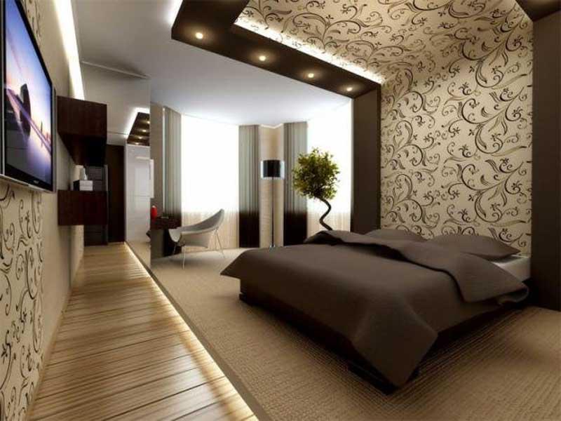 Обои на стене за кроватью и потолке