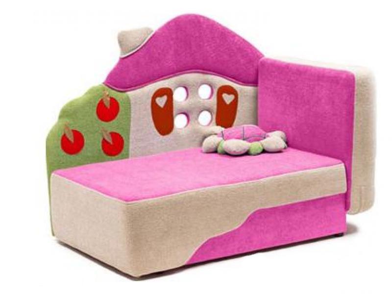 Розовая кроватка для дочки