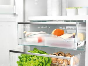Как избавиться от неприятного запаха из холодильника