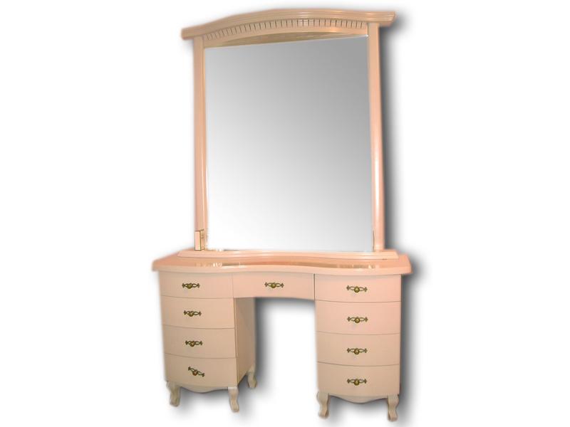 Трюмо с широким зеркалом