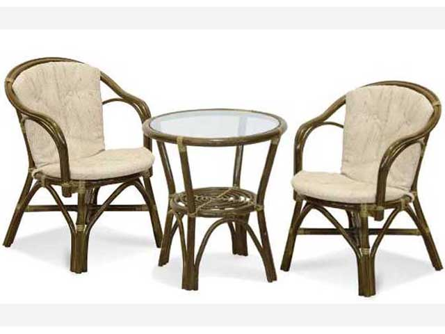 Два кресла и столик из ротанга