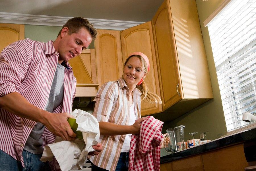 Мужчина и женщина кухне