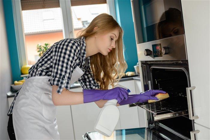 Чистим духовку: проверенные методы для борьбы с нагаром и загрязнениями