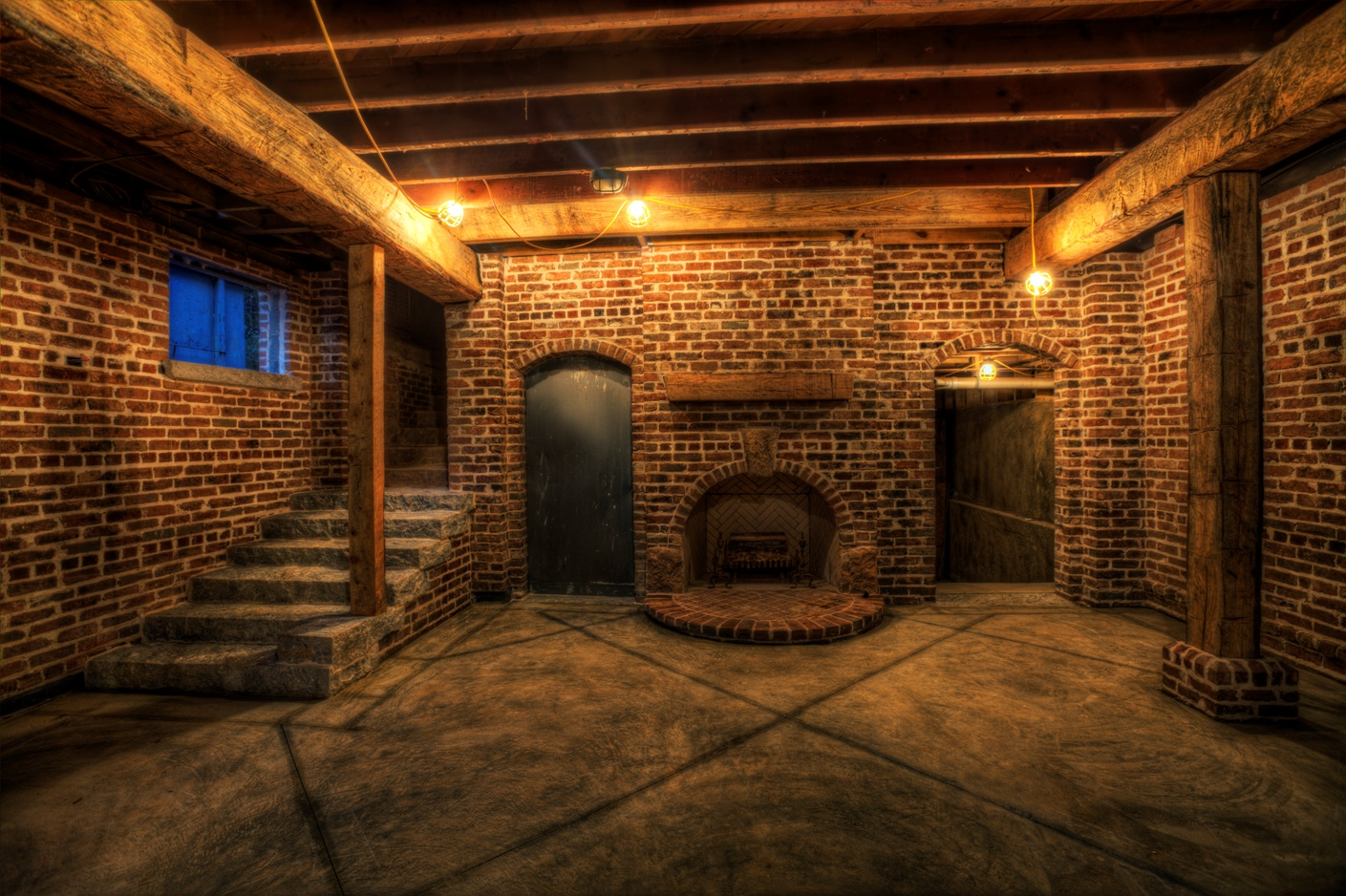 Подвал, облицованный кирпичом