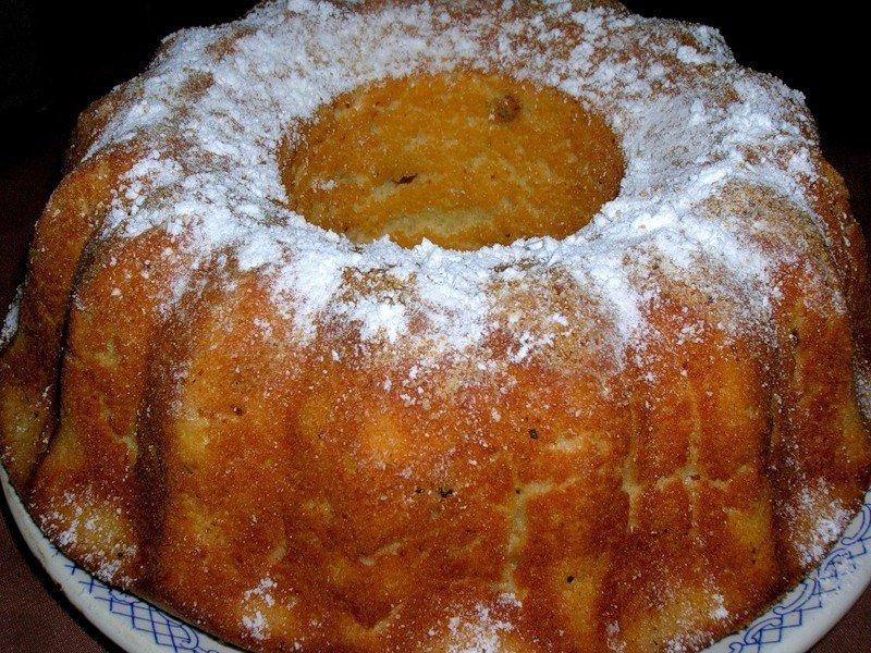 Пышный и румяный кекс с изюмом