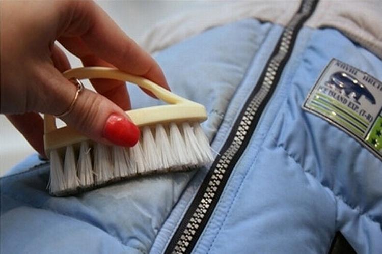 Как удалять пятна без химчистки
