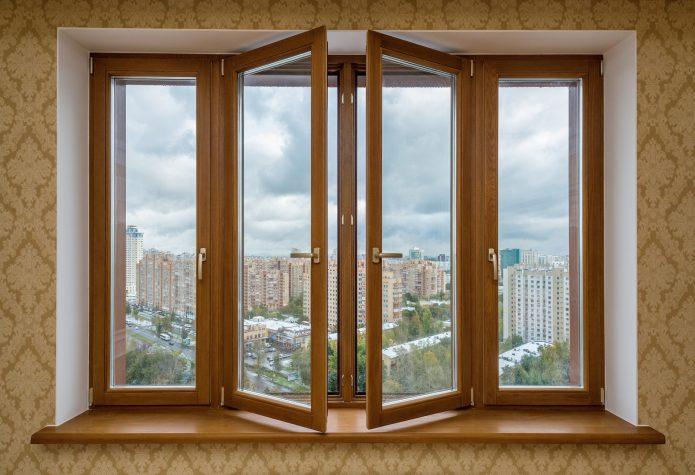 деревянное окно в квартире