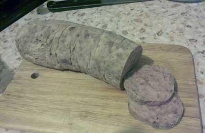 Вареная домашняя колбаса