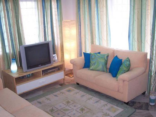 Фото Простой дизайн интерьера маленькой комнаты, картинка