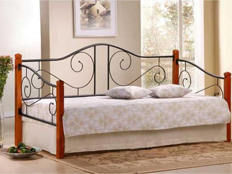 Кованая кровать для дневного отдыха
