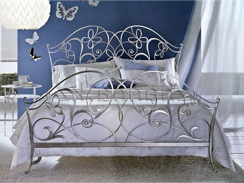 Кованая кровать для двоих