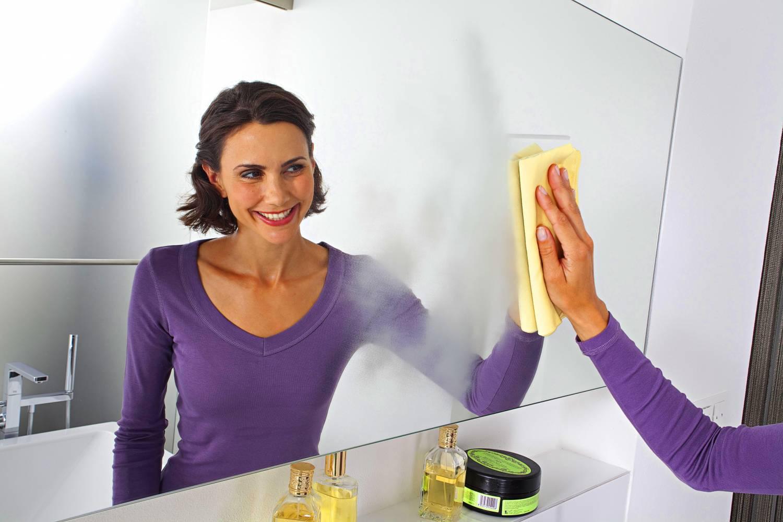 Чем в домашних условиях помыть зеркала без разводов в домашних условиях