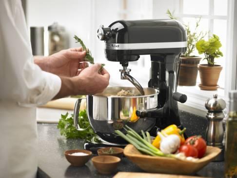 На что обращать внимание при выборе кухонного комбайна?