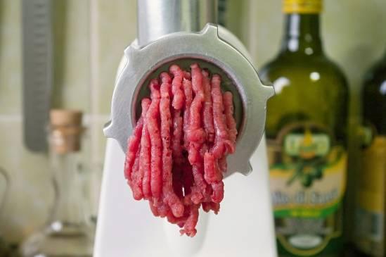Как правильно выбрать электрическую мясорубку: полезные советы хозяйкам
