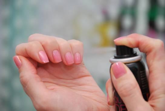 Счёт на минуты: как быстро высушить лак на ногтях