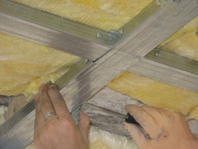 Plafond suspendu nantes rueil malmaison renovation cuisine a moindre cout soci t ghnnow for Faux plafond isolant phonique calais